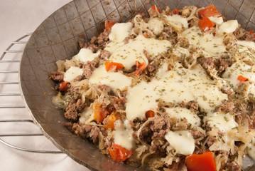 Hackfleisch-Sauerkraut-Tomaten-Mozzarella-Pfanne