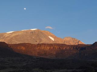 Crépuscule sur le Kilimanjaro, toit de l'Afrique