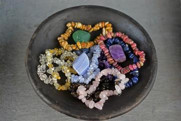Edelstenen in verschillende kleuren met helende werking