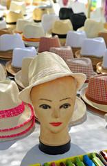 Sombreros en el mercadillo
