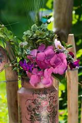 Milchkanne mit Blumen