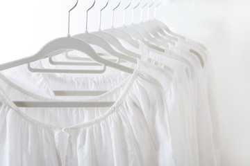 白い服 白 リネン 麻 ハンガー
