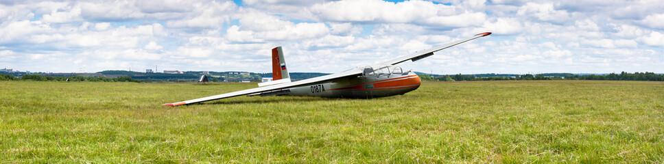 glider on the ground