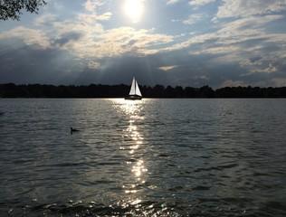 Abendstimmung mit Segelboot