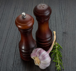 Pepper mill with garlic