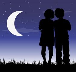 bambini innamorati sotto la luna