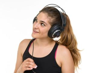 Ragazza ascolta musica in cuffia