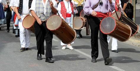 ' Tambourinaires ' dans une cavalcade provençale