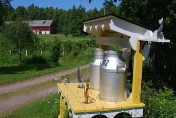 alte Milchkannen