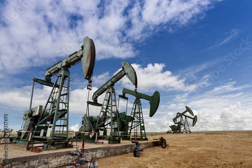 Staande foto Industrial geb. oil pump jacks
