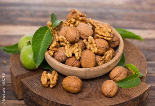 Fotobehang Vruchten Fresh walnuts in the bowl