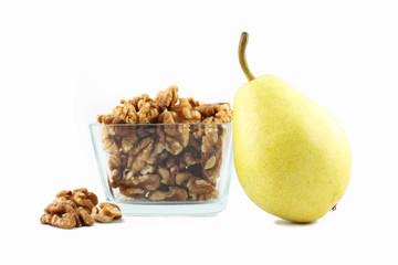 Obst und Nüsse - Birne und Walnüsse
