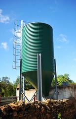 Grain tank for livestock