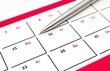 Kalender mit Kugelschreiber mit Textfreiraum