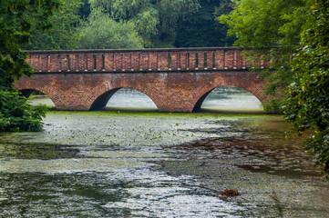 Bogenbrücke am Schloss