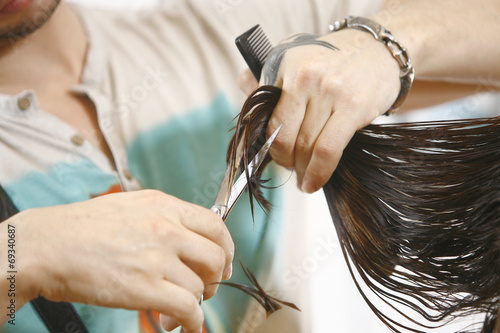 Woman Haircut the hair in salon Plakat