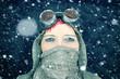 canvas print picture - Frau im Schneesturm