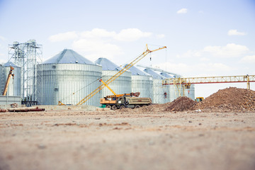 Construction site elevator, granary