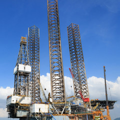 Jack up oil drilling rig in the shipyard for maintenance