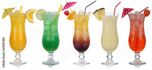 Canvas Bar Set von Cocktails wie Pina Colada und Tequila Sunrise