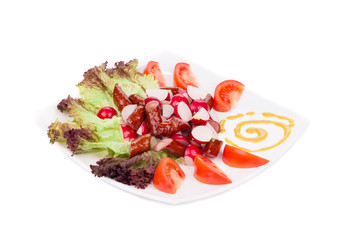 Radish salad with grilled sausages and tomatoes.