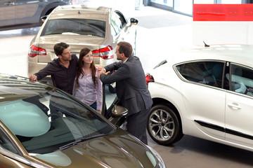 Beratung im Autohaus // sale of cars