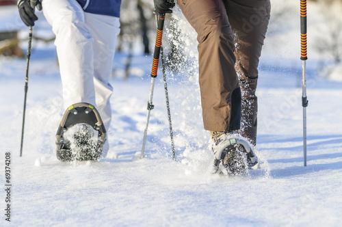 canvas print picture mit Schneeschuhen unterwegs
