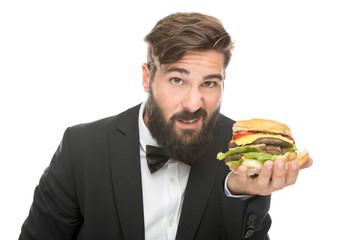 Mann im Anzug mit Burger in der Hand