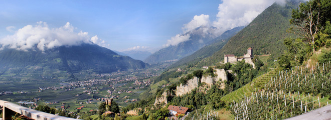 Panoramablick auf das Etschtal in Südtirol