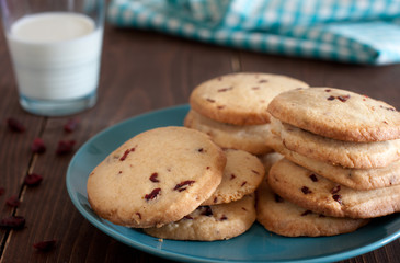 cookies with dry cranberries and a glass of milk