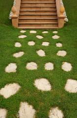 Trittplatten und Außentreppe aus Buntsandstein