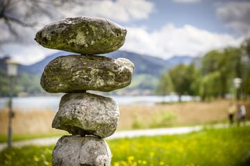 Balance mit Steinen