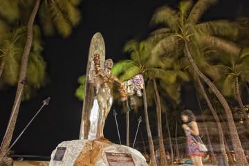 duke paoa kahanamoku statue in waikiki hawaii