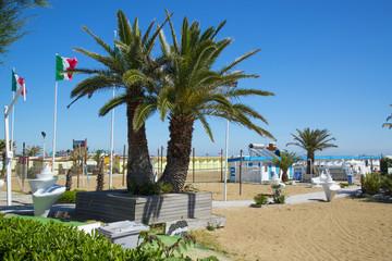 Пляж на курорте Римини, Италия