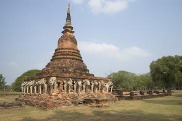 Вид на руины Вата Сорасак. Сукхотай, Таиланд
