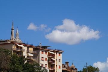 Campanile di Ostra Vetere con nuvole