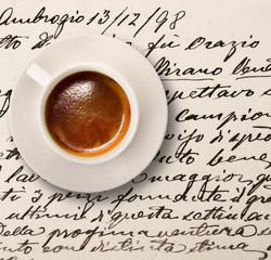 antica lettera con tazzina di caffè