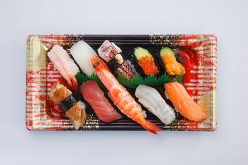 にぎり寿司の盛合わせパック