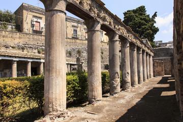 Säulen des Anwesens von Casa di Aristide - Herkulaneum