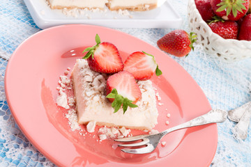 Strawberry - currant crumble Dessertt