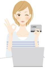 PC操作 カードを持つ笑顔の女性