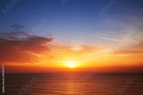 Tuinposter Zonsondergang Beautiful cloudscape over the sea, sunset shot
