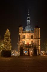 Deventer Brink bij nacht in kerstsfeer