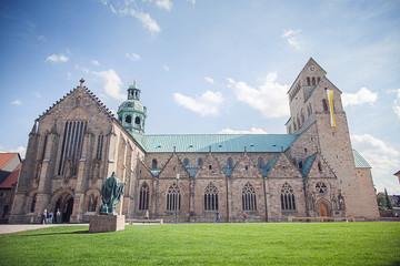 Hildesheimer Dom Seitenansicht