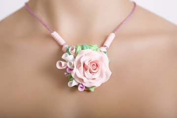 Romantic style: Fashion studio shot of a floral rose necklace (j