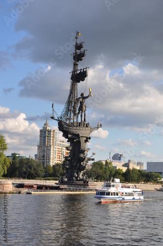 Памятник Петру I «В ознаменование 300-летия российского флота»