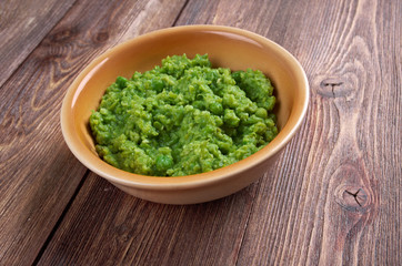 bowl of mushy peas,