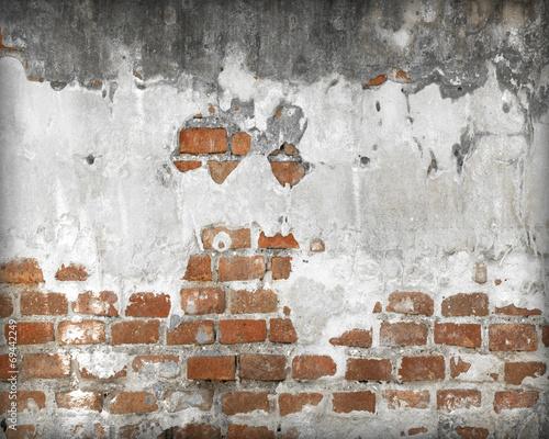 stary-ceglany-mur