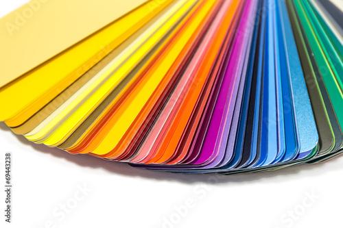 Farbfächer mit weißem Hintergrund - 69443238