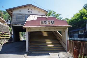 木造の橋上駅舎